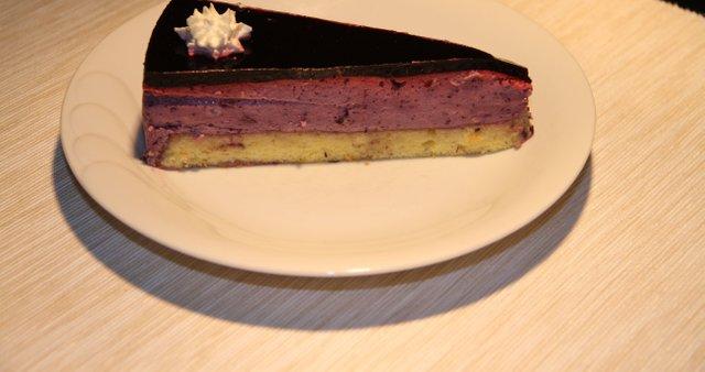 Borovničevo skutna torta