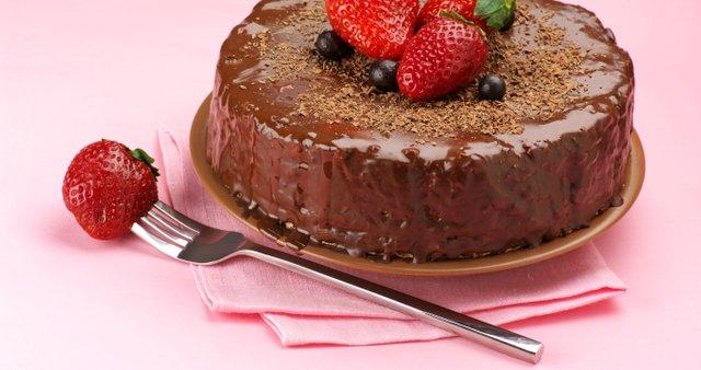 Čokoladna torta z jagodami