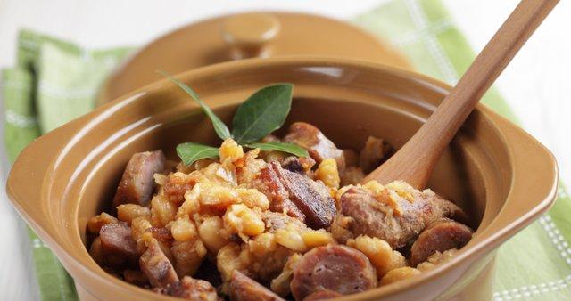 Francoska enolončnica iz fižola in mesa