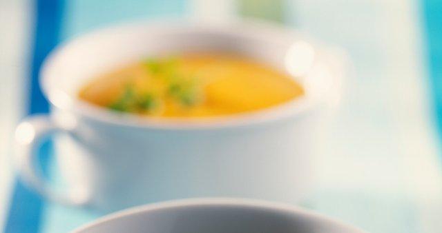Kremna juha iz korenja in sladkega krompirja