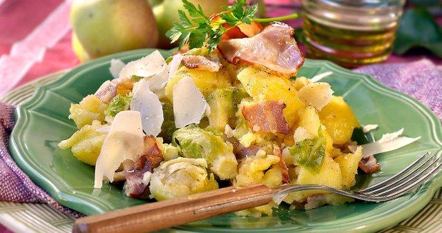 Krompir z brstičnim ohrovtom in slanino