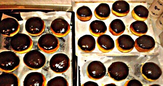 Krofi z vanilijevo kremo in čokolado