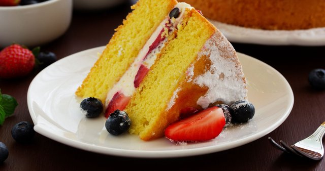 Torta z genovskim biskvitom