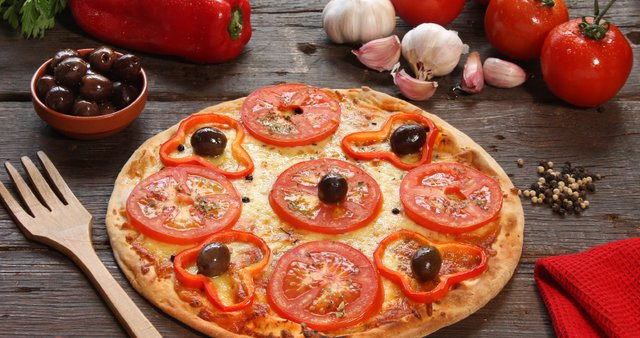 Paradižnikova pica s papriko