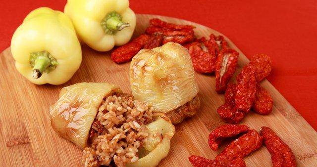 Pečene polnjene paprike