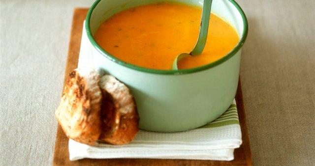 Korenčkova juha z zdrobom