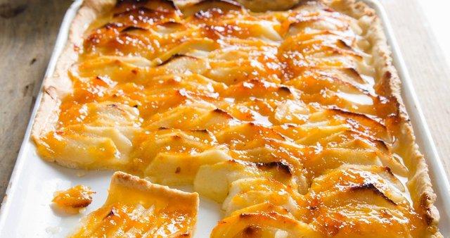 Jabolčna pita z marelično marmelado