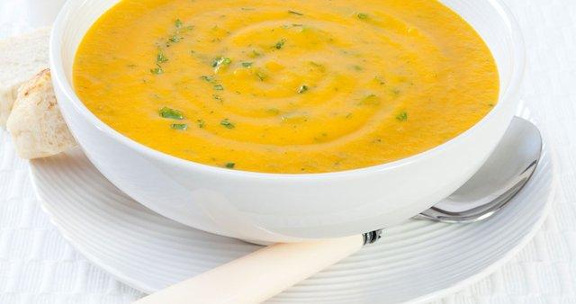 Korenčkova kremna juha s koriandrom