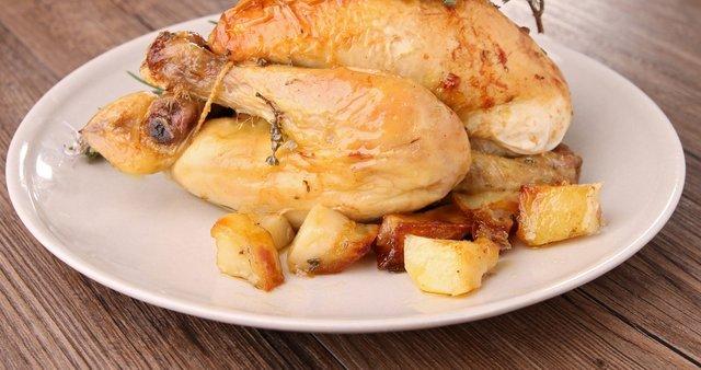 Počasi pečen piščanec s krompirjem