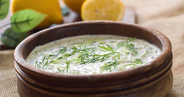 Grška jogurtova omaka z zelišči