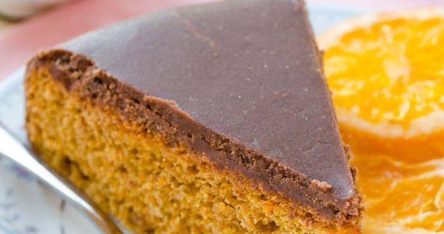 Brazilska korenčkova torta s čokolado