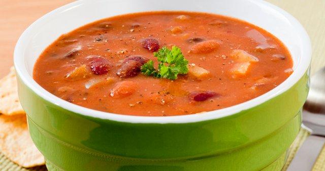 Fižolova juha s krompirjem in slanino