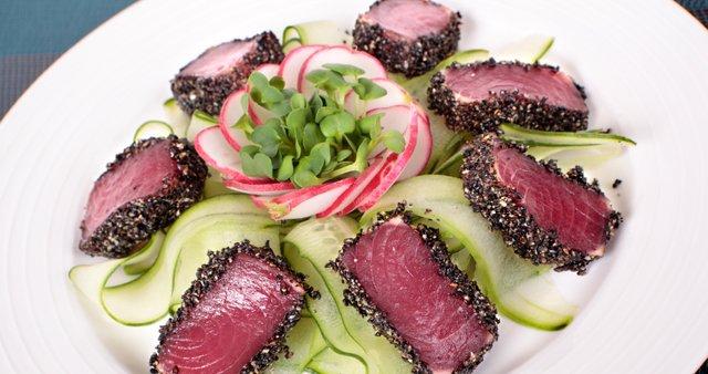 Opečena tuna s sezamom