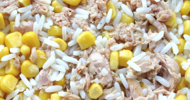 Rižota s koruzo in tuno