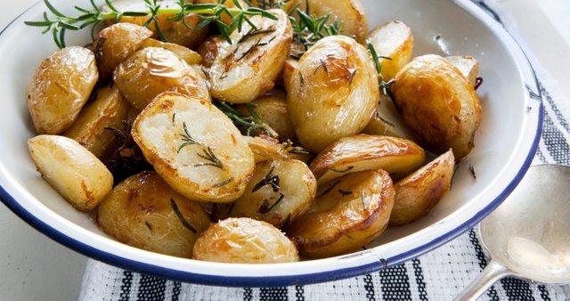 Pečen krompirček z rožmarinom