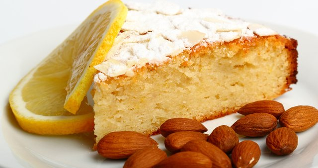 Mandljev kolač z limono
