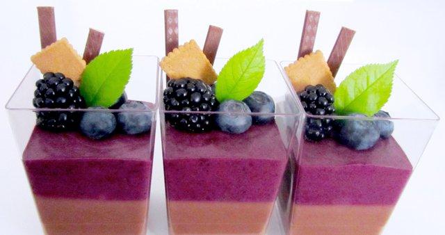 Čokoladno-borovničev mousse