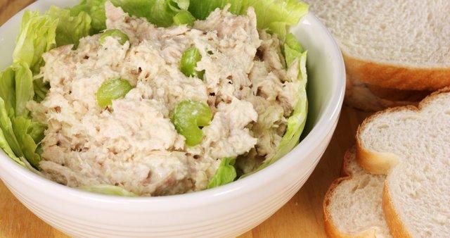 Preprosta solata s tuno
