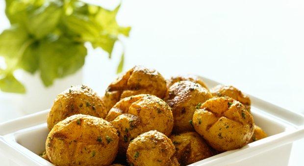 Pečen mlad krompir