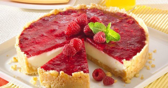 Cheesecake z malinami
