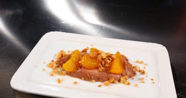 Čokoladna krema z mandarininimi fileji in nadrobljenimi piškoti
