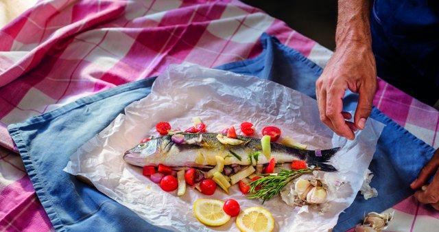 Mariniran brancin v pečici in pečen krompir s čilijem