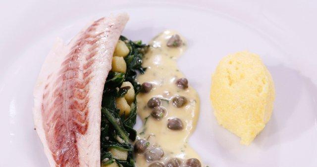 Brancin v soli, kremna polenta, blitva s krompirjem in maslena omaka s kaprami