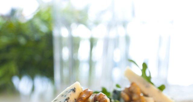Kanapeji z gorgonzolo in orehi