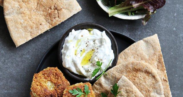 Falafel z jogurtovo omako s tahinijem