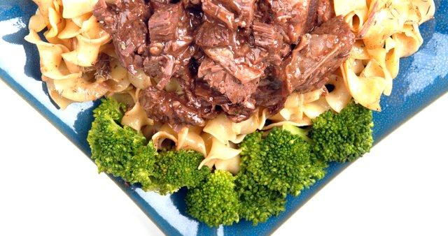 Rezanci z govedino in brokolijem