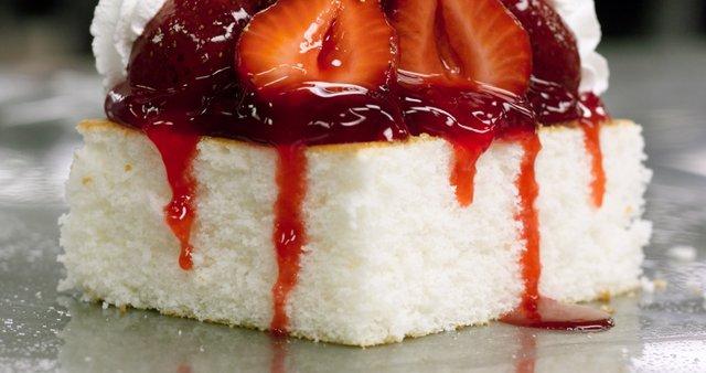 Jagodova torta s chantilly kremo