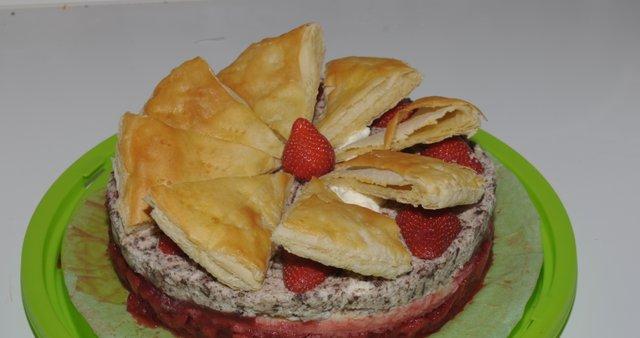 Jagodna torta s čokoladno-smetanovim nadevom
