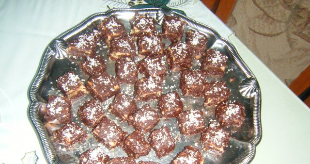 Marcipanove kocke s čokoladnim prelivom