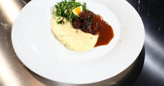 Piščančja jetrca z omako iz čebule, medu in rdečega vina