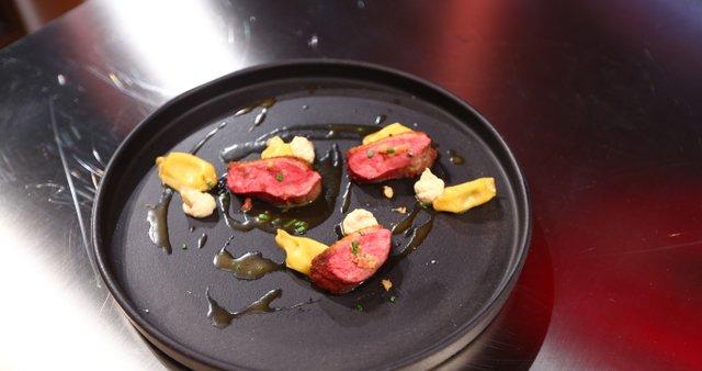 Pečena račka z agnolotti z nadevom iz mavrahov in belega tartufa