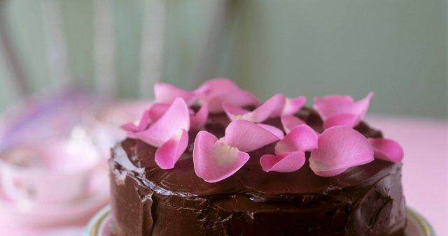 Čokoladna torta z rumom in rozinami