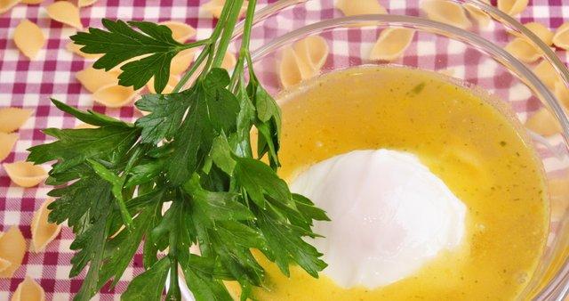 Kolerabna juha s poširanim jajcem