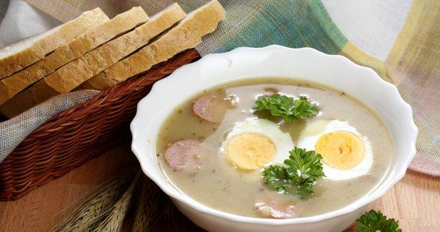 Kmečka juha s klobaso in jajcem