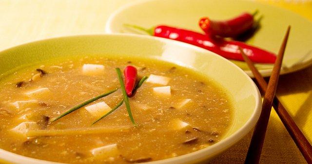 Kislo-pekoča juha s piščancem
