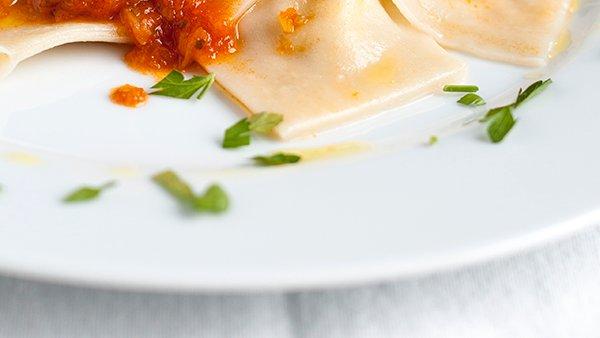 Ravioli s paradižnikovo omako