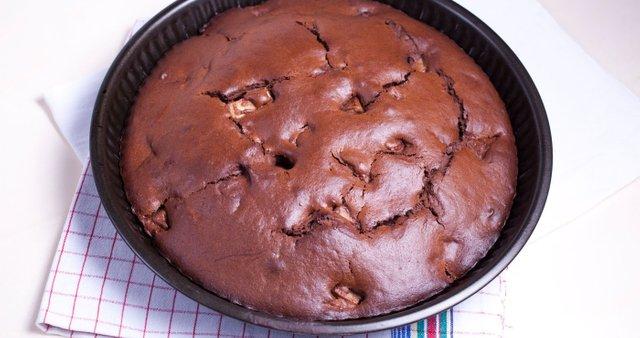 Čokoladni kolač s hruškami