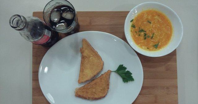 Korenčkova juha in šnite