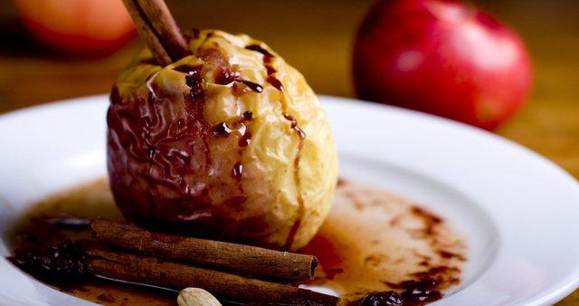 Pečena jabolka s cimetom
