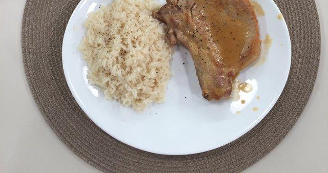 Svinjski kotleti z gorčično omako in rižem