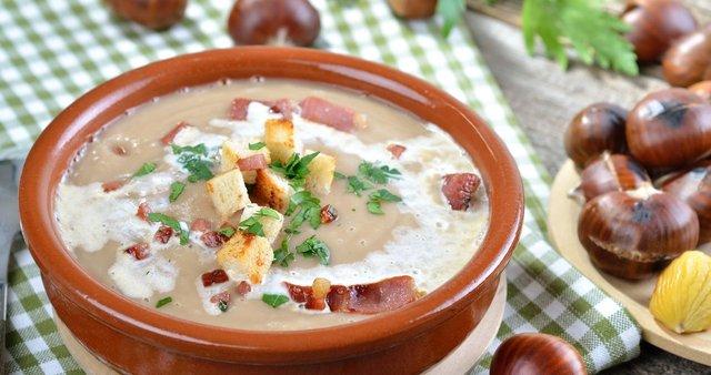 Kostanjeva juha s slanino