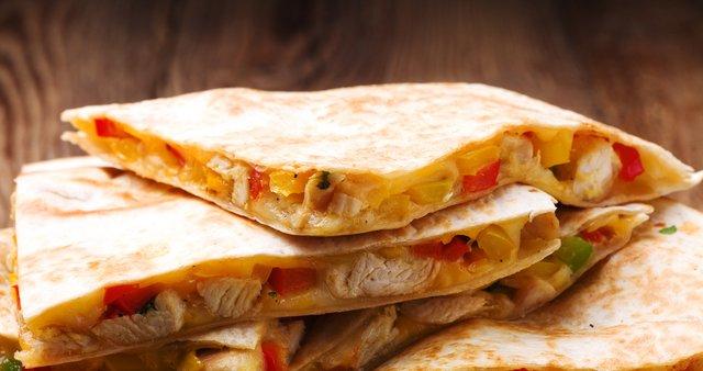 Quesadilla s piščancem in sirom