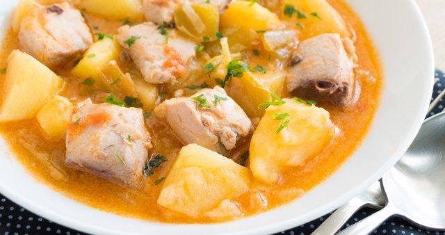 Enolončnica iz tune, paprike in krompirja
