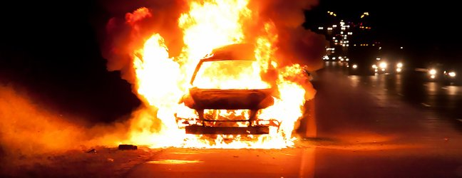 Avtomobil in ogenj