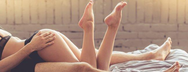 par v postelji