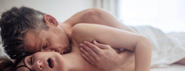 moški in ženska med seksom